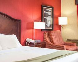 Williamsburg- LODGING trek-Holiday Inn Express Hotel and Suites
