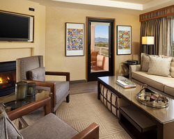 Phoenix Scottsdale-Lodging trek-Sheraton Wild Horse Pass Resort Spa-Executive Suite