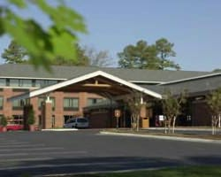 Williamsburg-Lodging trek-Woodlands Hotel and Suites