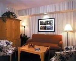 Williamsburg- LODGING travel-Woodlands Hotel and Suites