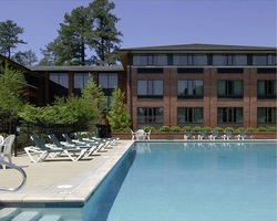 Williamsburg- LODGING holiday-Woodlands Hotel and Suites
